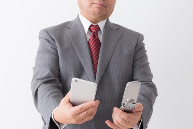 法人携帯として使うならガラケーとスマホ、どっち?